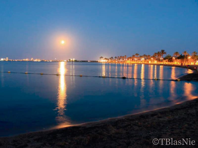 Reflection of lights in the Mar Menor - Photo credits: Toñi Blasco