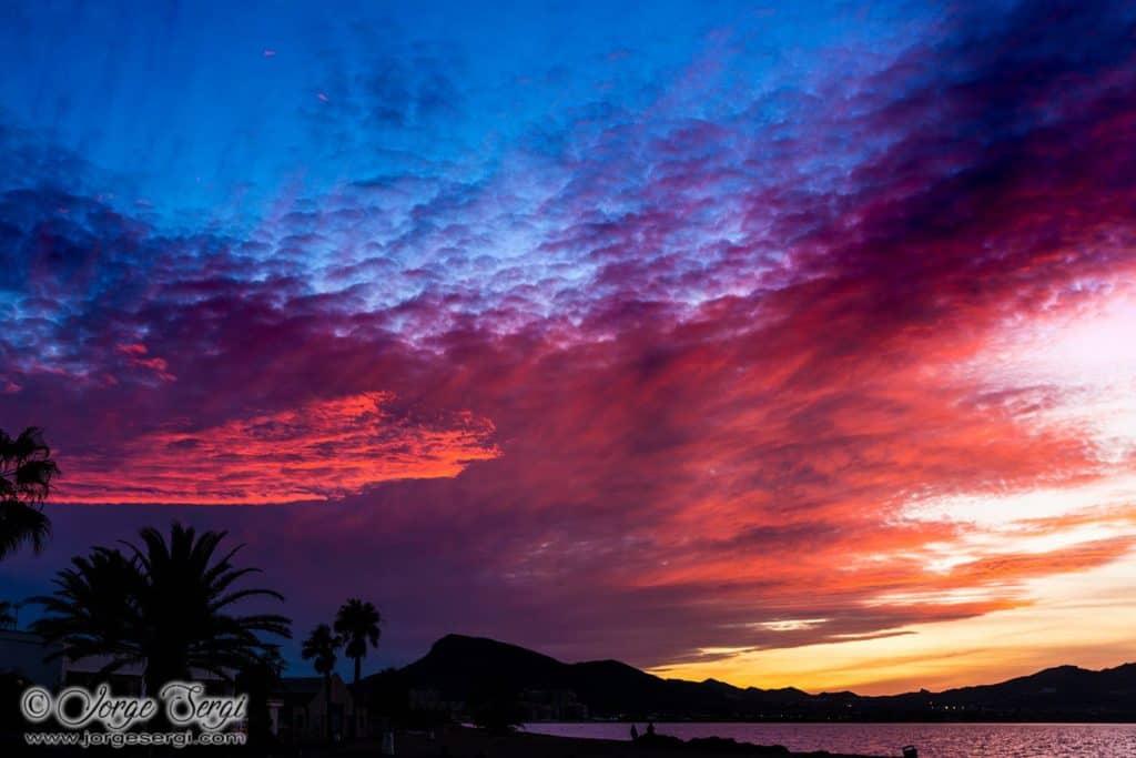 Una hermosa puesta de sol sobre el Mar Menor