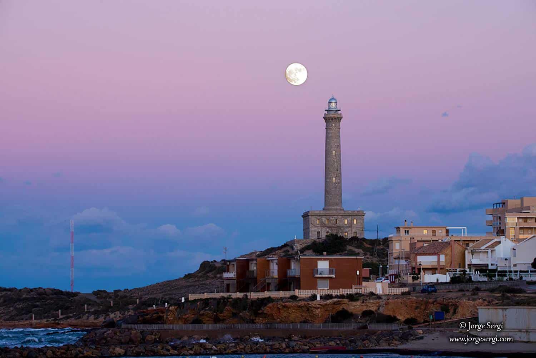 Faro de Cabo de Palos and the full moon