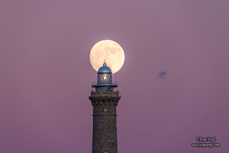 Faro de Cabo de Palos and the moon