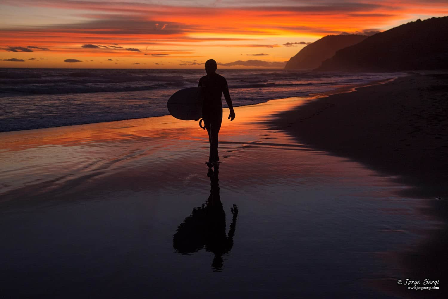Surfing in Calblanque - Photography: Jorge Sergi