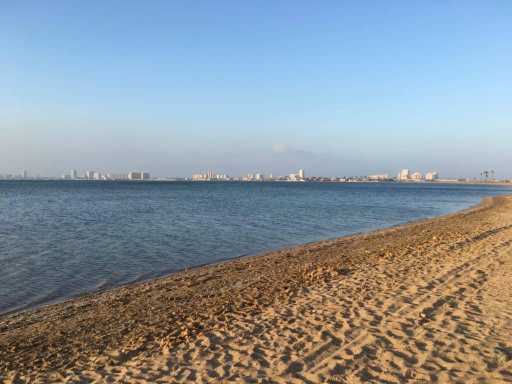 Paseando por la playa en Playa Honda