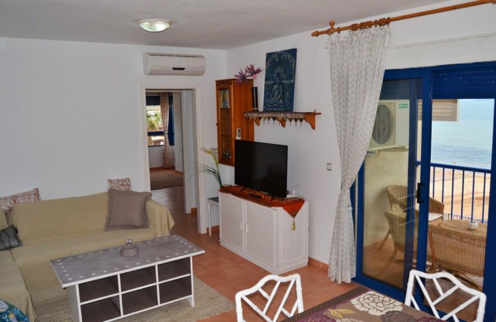 Vistas desde el salón de tu apartamento de vacaciones en Playa Honda