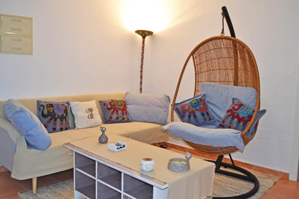 Sientate y relájate en la sala de estar