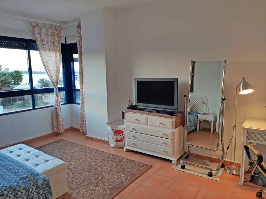 Dormitorio principal espacioso, cómodo, atención al detalle y buenas vistas