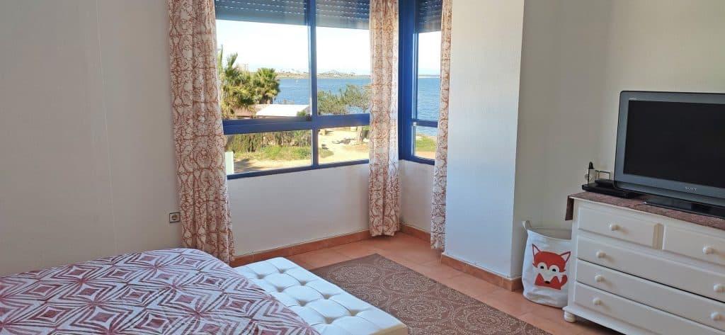 Esta habitación lo tiene todo: vistas al mar con todas las comodidades.