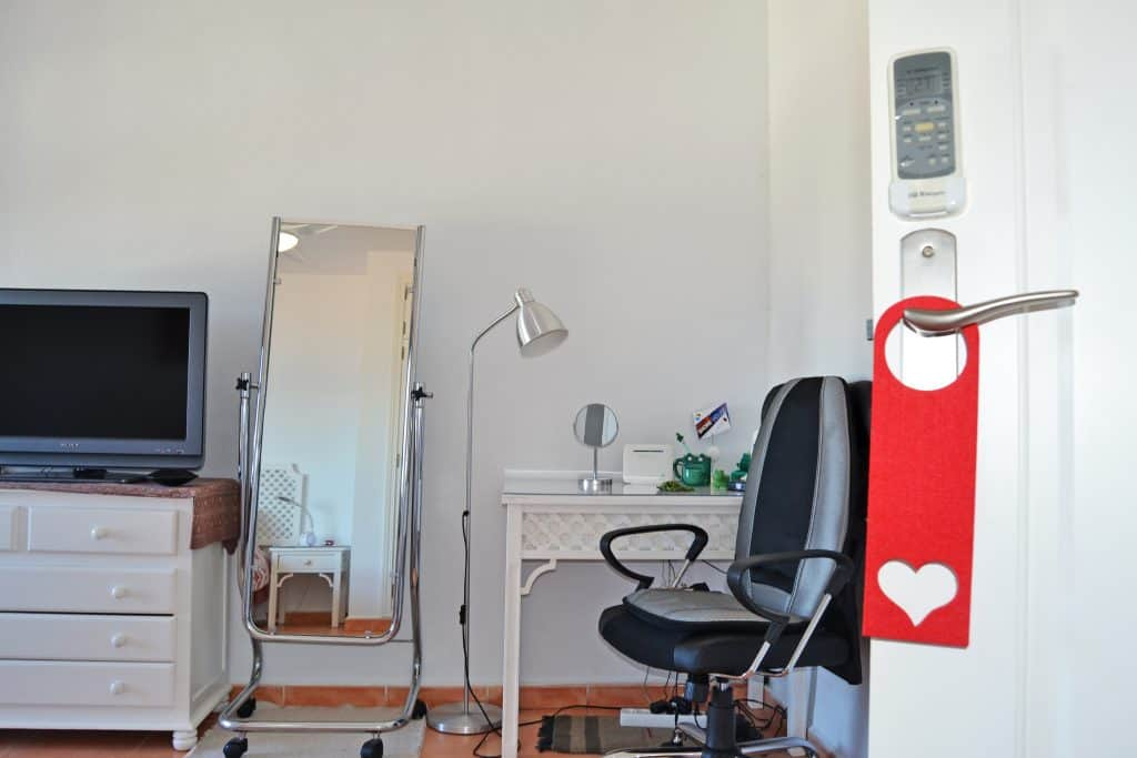 Detalles en el dormitorio: ¿Te apetece un masaje de espalda mientras te maquillas o trabajas en tu escritorio? ¡Shorehouse ofrece muchos pequeños detalles que marcan la diferencia!