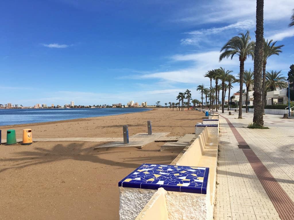 Paseo al lado del mar en Playa Honda