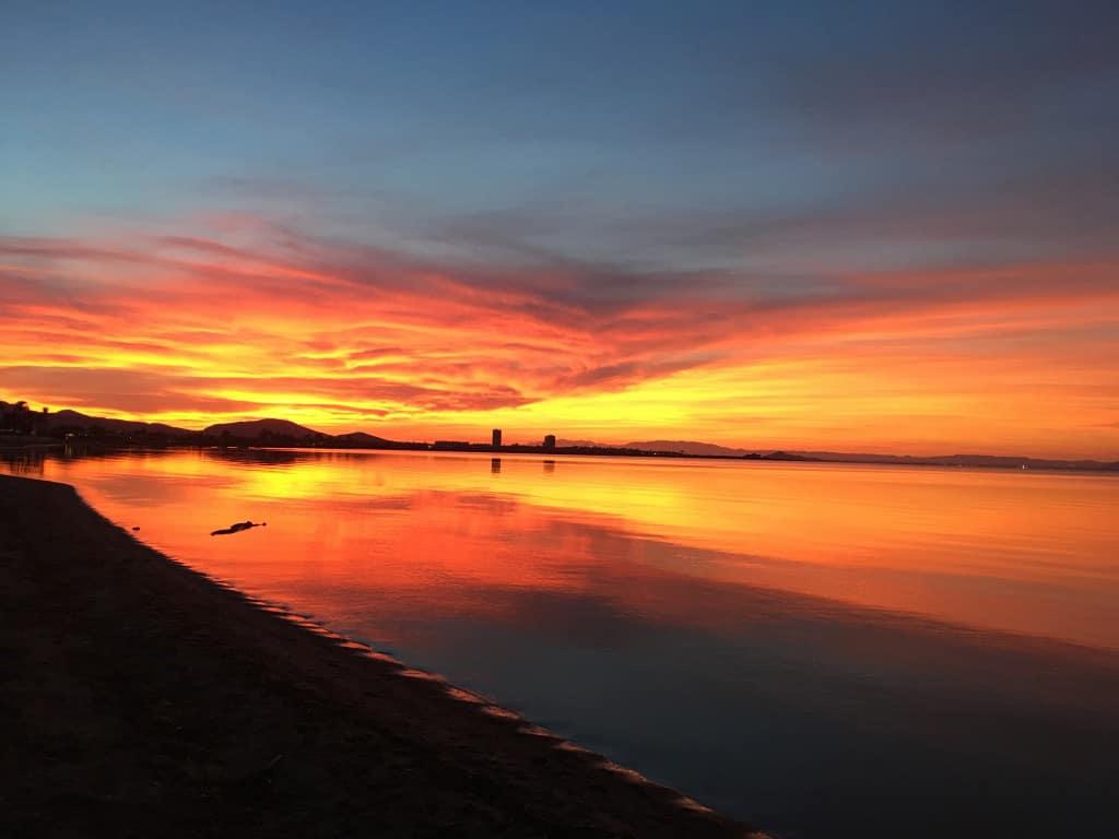 Vívida puesta de sol en Playa Honda