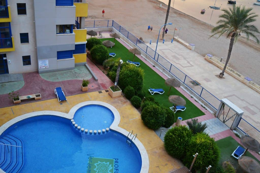 Verdemar 2 con su piscina al mar